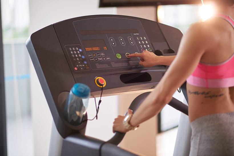 esercizi cardio domestici per perdere peso